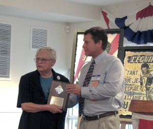 Janan Hayes receives a plaque commemorating her 40 years as a Councillor for the Sacramento Section of the ACS.